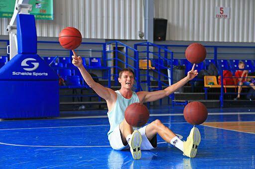Дмитрий Smoove Кривенко жонглирует мячами