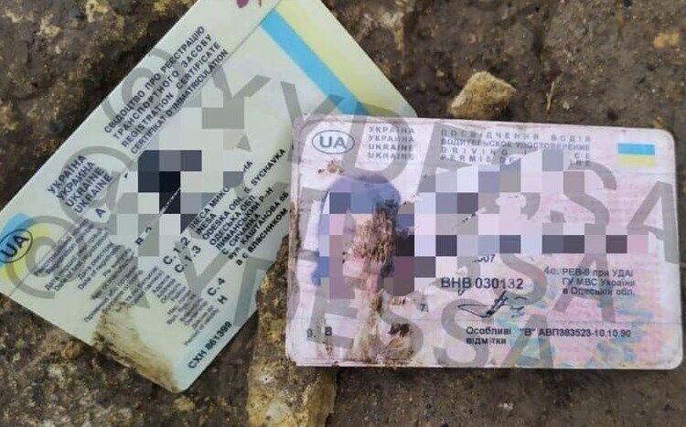 Документи загиблої жінки на місці злочину. У техпаспорті зазначено місце реєстрації – с. Сичівка