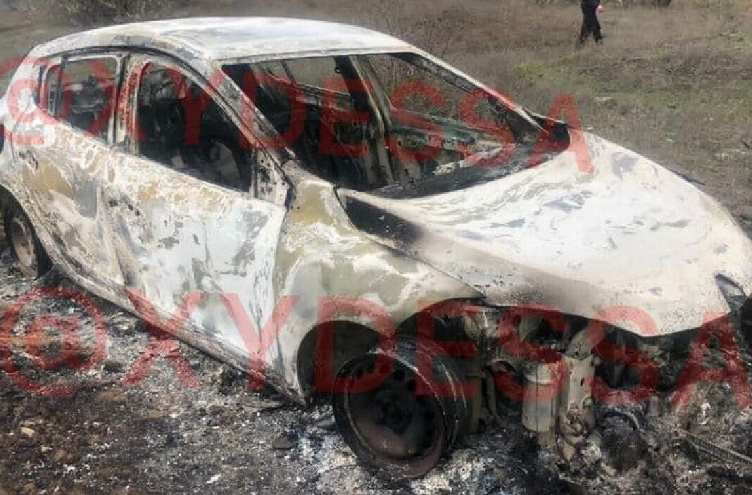 Злочинці спалили автомобіль таксистки
