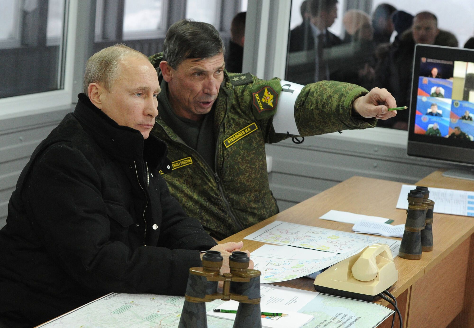 Путин отвлекает внимание от Крыма.