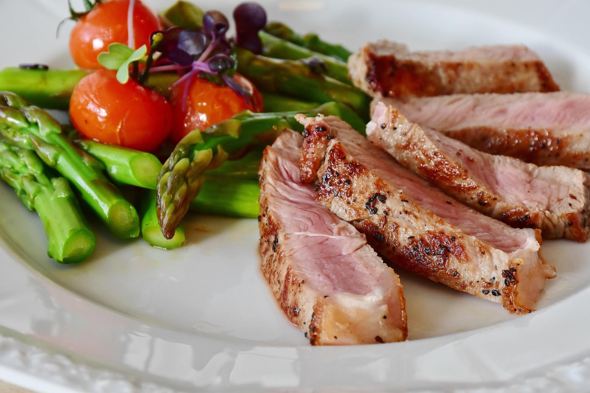Починати їсти м'ясо після 40-денного посту можна тільки через тиждень