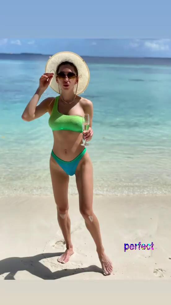 Маргарита Степаненко на пляже