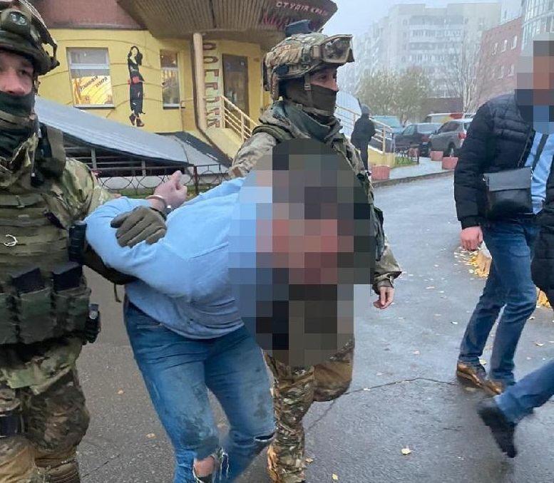 Затримання підозрюваних у вбивстві Олександра Дерев'янка.