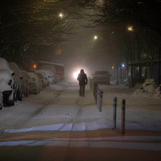 Снег ночью в Нью-Йорке