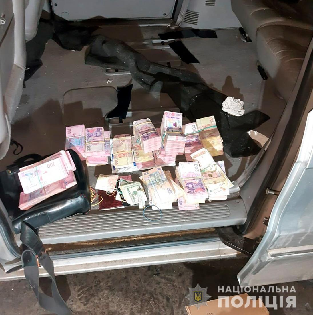 У пострадавшего забрали более 2 миллионов гривен.