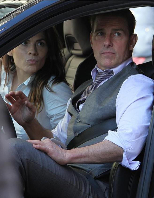 """Хейлі Етвелл і Том Круз на зйомках фільму """"Місія нездійсненна 7"""""""