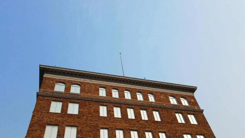 З посольства РФ в Сан-Франциско зірвали прапори