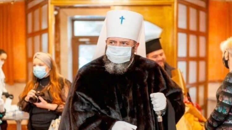 Церковник прийшов на засідання міськради в норковій шубі