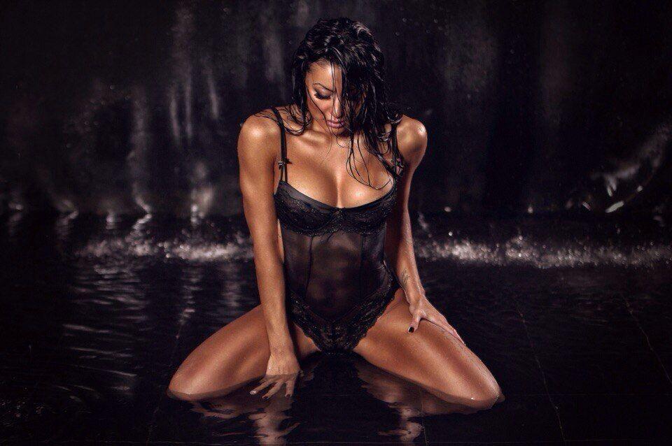 Ірина Ірис у мокрій фотосесії