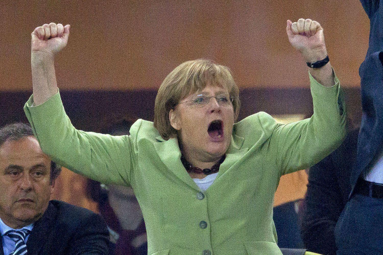 Ангела Меркель на трибуні Євро-2012 під час матчу між збірними Німеччини та Греції