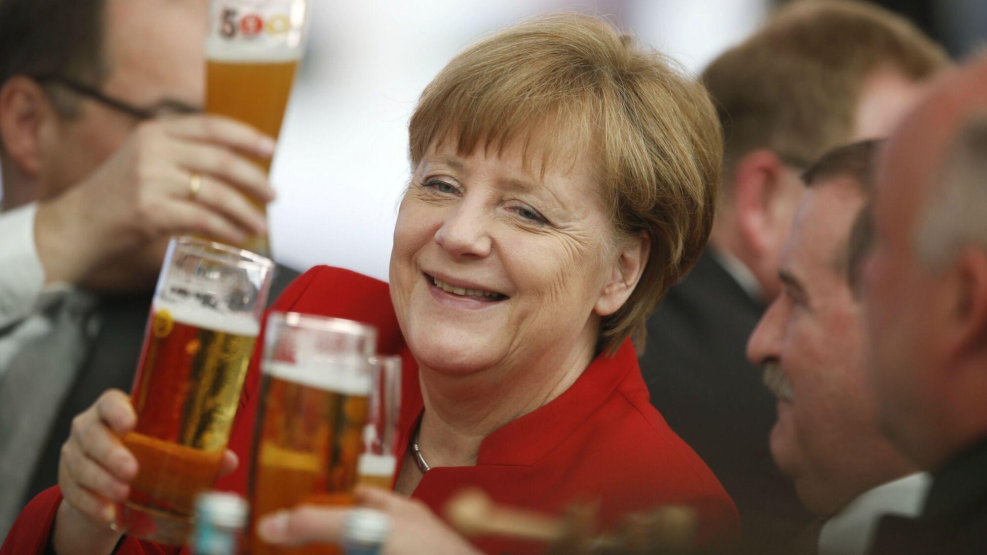 Ангела Меркель під час урочистої церемонії на честь 500-річчя баварського закону про чистоту пива, Інгольштадт