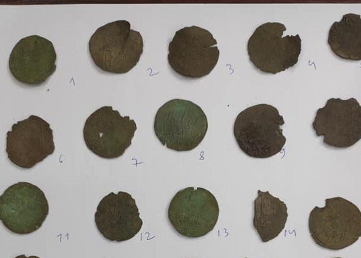 В Житомирской области нашли 32 серебряные монеты Киевской Руси