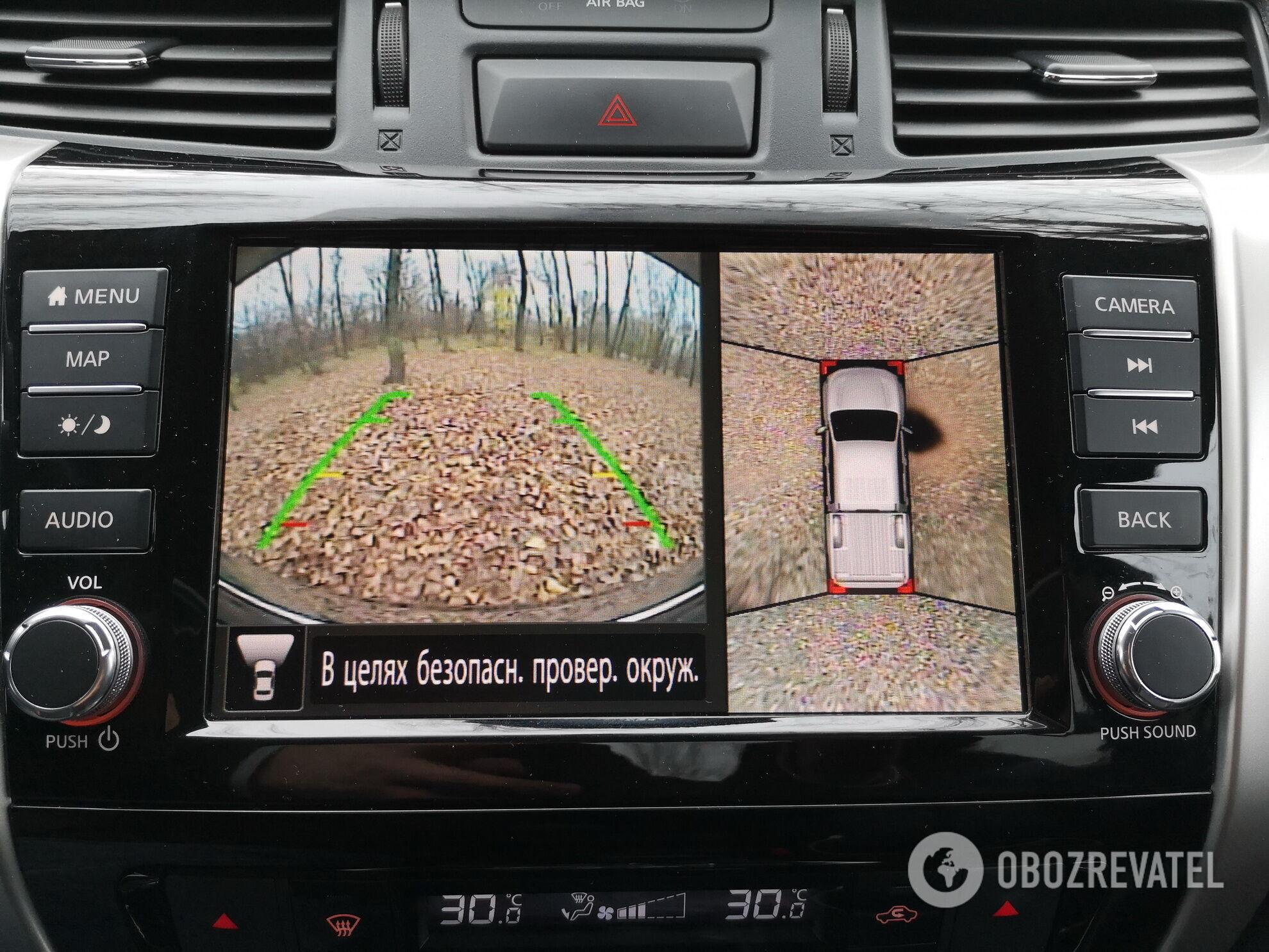 Фирменная система кругового обзора и большие зеркала заднего вида позволяют припарковать автомобиль в самых стесненных условиях