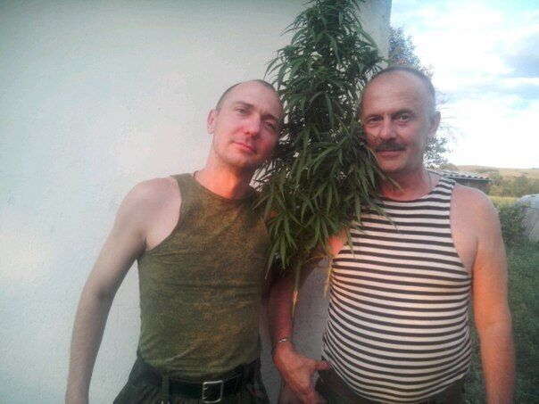 """Террорист сфотографировался с """"подозрительным"""" растением"""