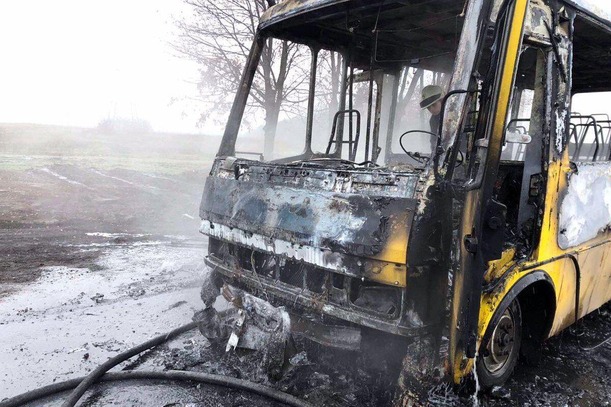 Уничтожен автобус на площади 21 м. кв.