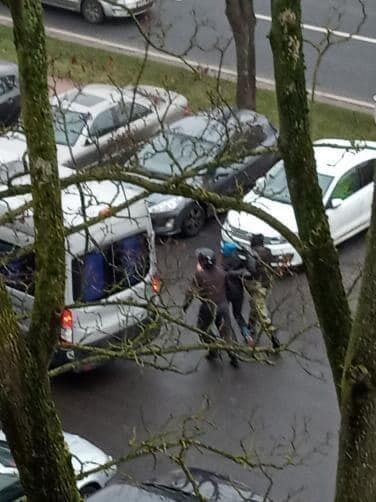 """У районі станції метро """"Партизанська"""" схопили двох хлопців і дівчину"""