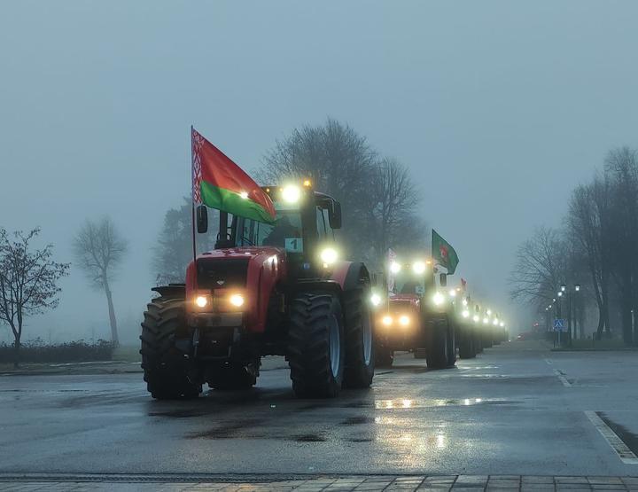 У Мінську влаштували пробіг тракторів