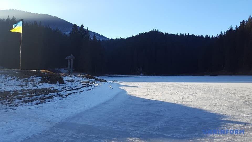 Плес водоема полностью покрыт льдом