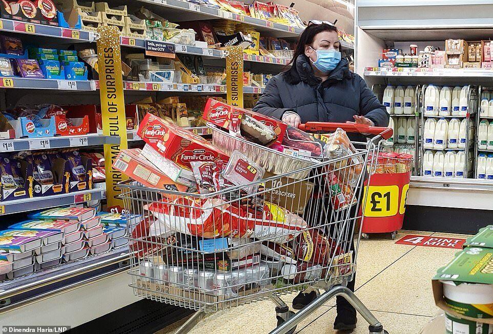 Британцы бросились скупать продукты