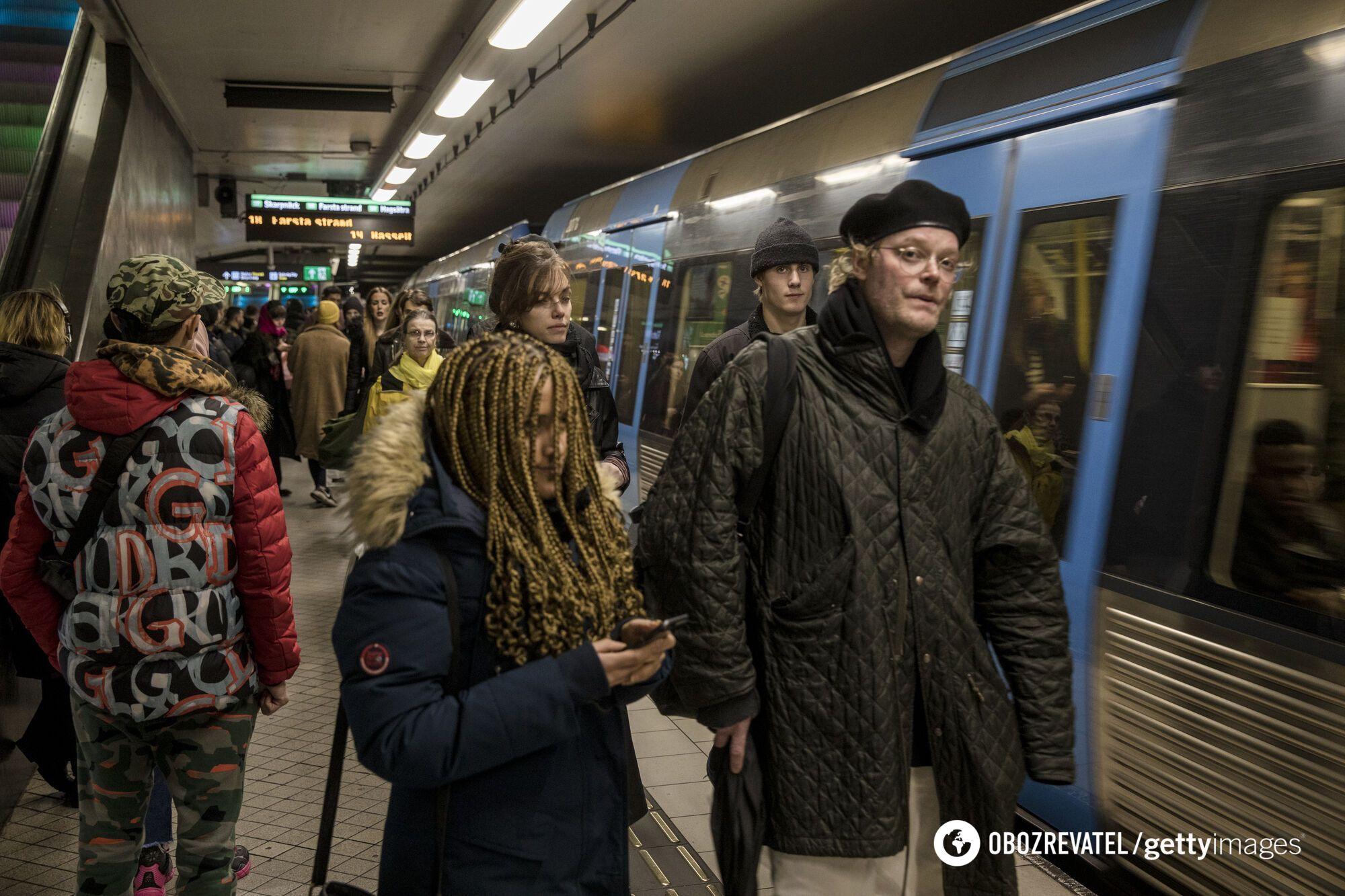 Носіння захисних масок у Швеції необов'язкове досі.