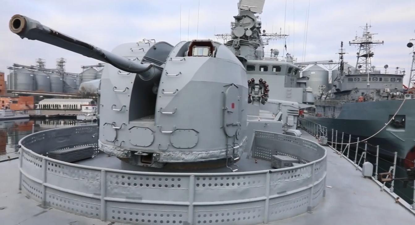Учения военных судов в Черном море.