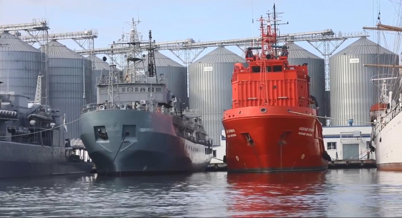 В учениях были задействованы большие суда ВМС ВСУ.