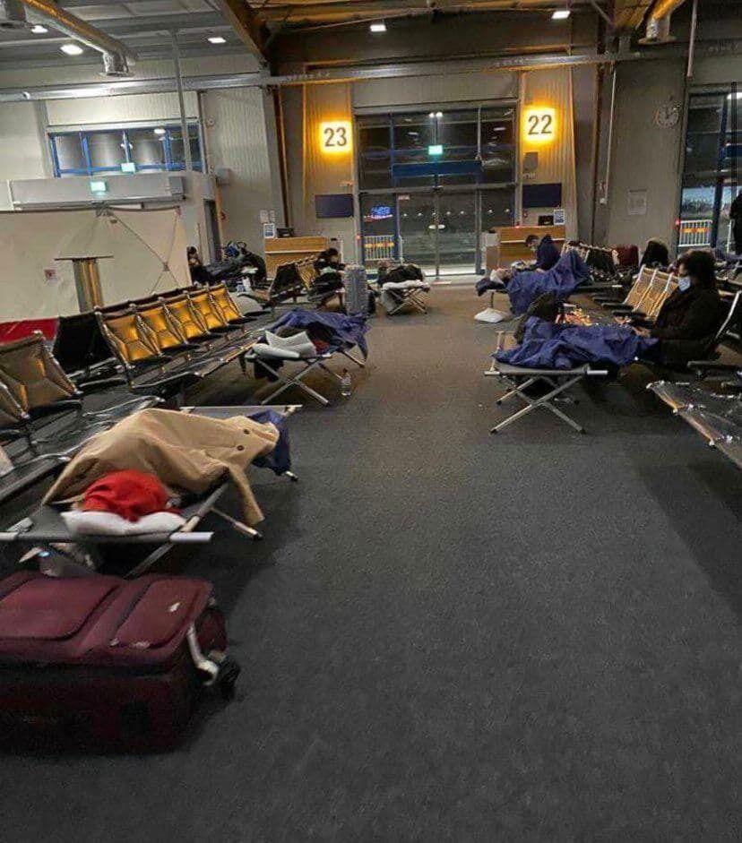 Прилетевшим из Британии в Германию пассажирам не разрешают покидать аэропорты
