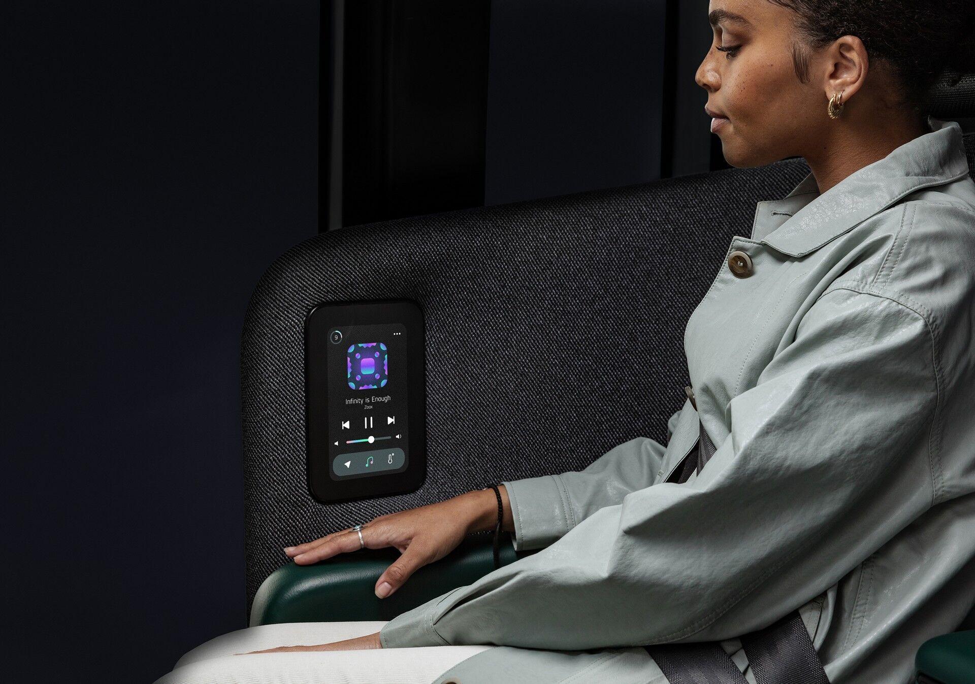 Каждый пассажир может воспользоваться информационно-развлекательной системой
