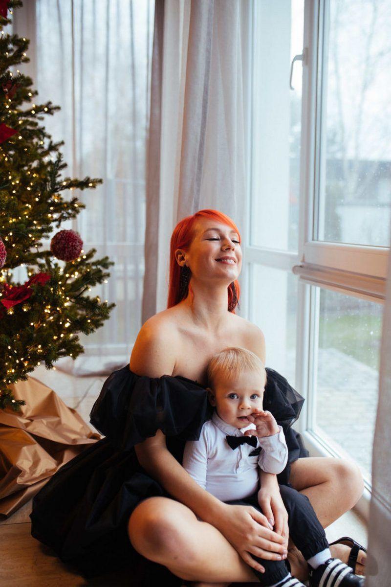 Світлана Тарабарова з сином у новорічній фотозйомці.