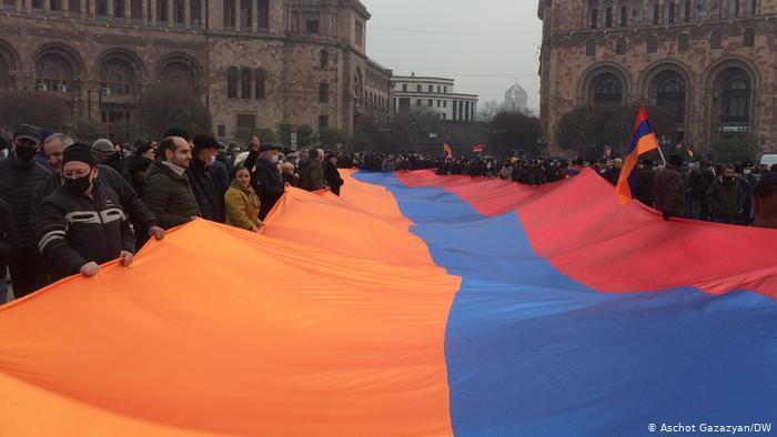 Демонстранти вийшли на площу Республіки.