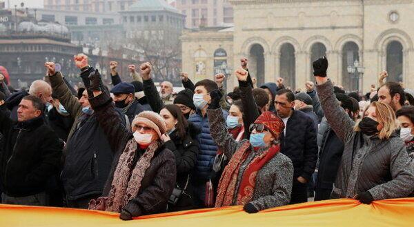 Учасники протесту проти Пашиняна.