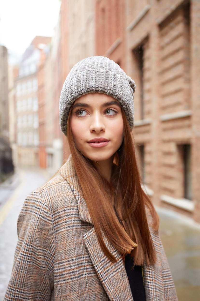 Стильная прическа на зиму под шапку
