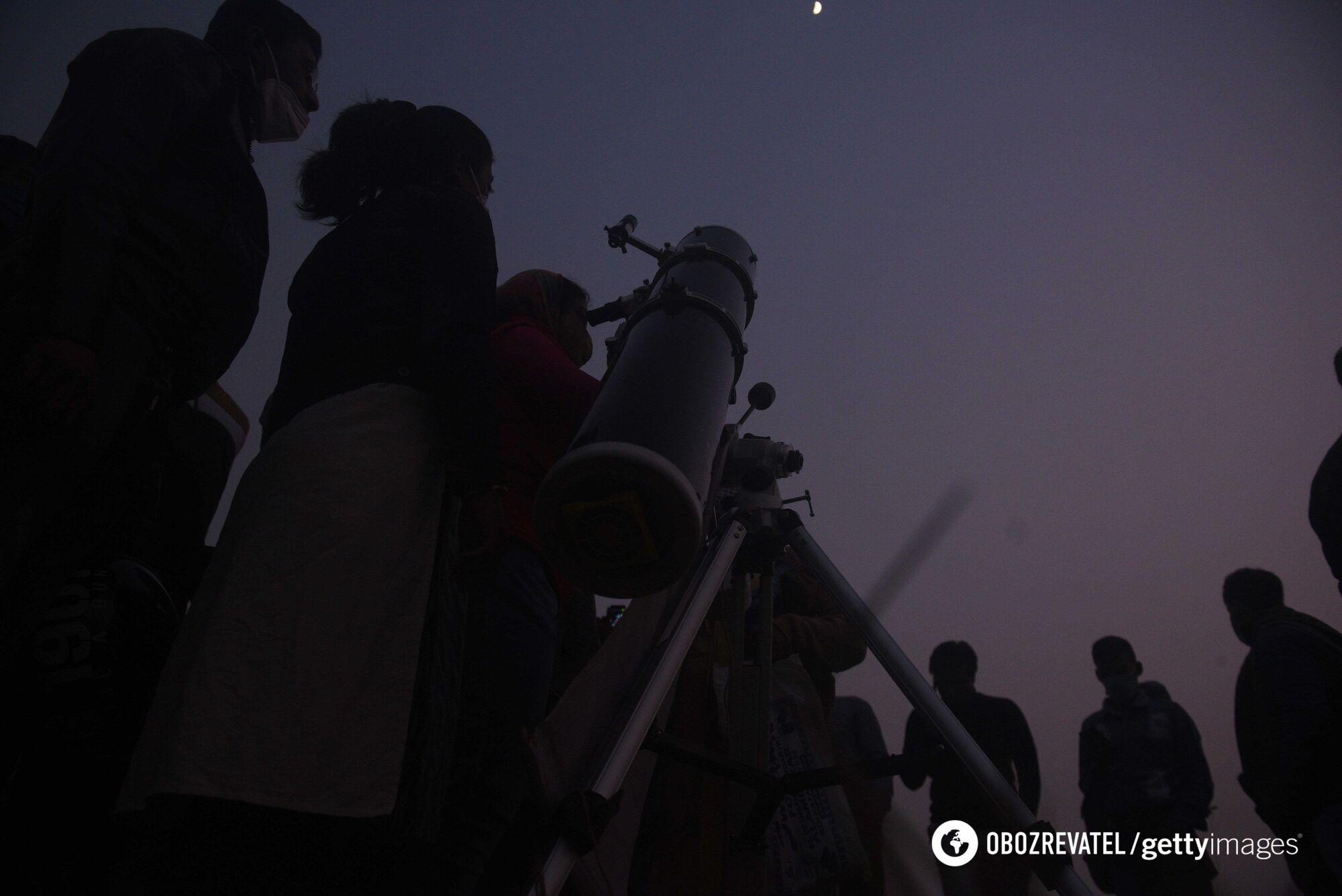 """Спостереження за """"Віфлеємською зіркою"""" в Індії."""