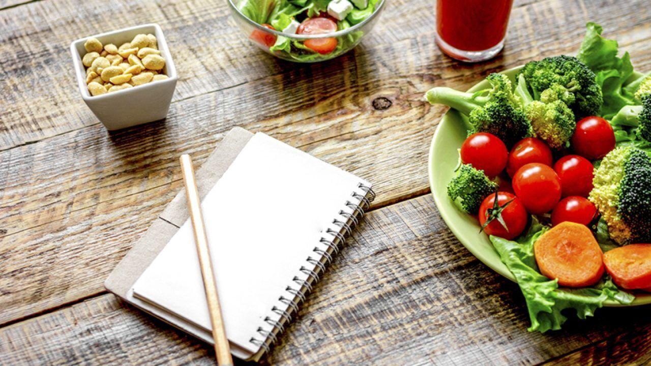 Как сделать живот плоским после новогодних праздников: названы 6 правил питания