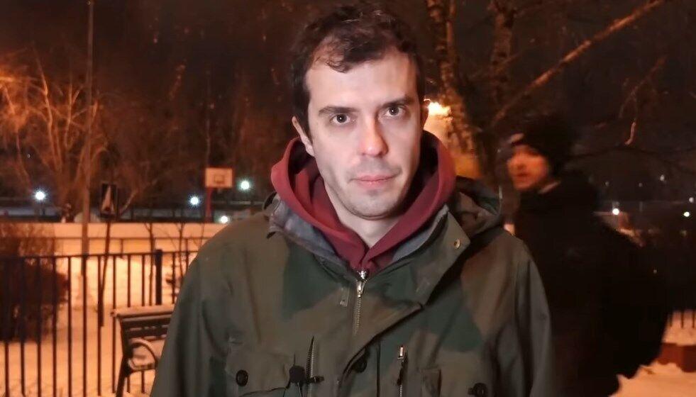 """Під час інтерв'ю з Романом Доброхотовим підлітки прокричали """"Слава Україні!""""."""