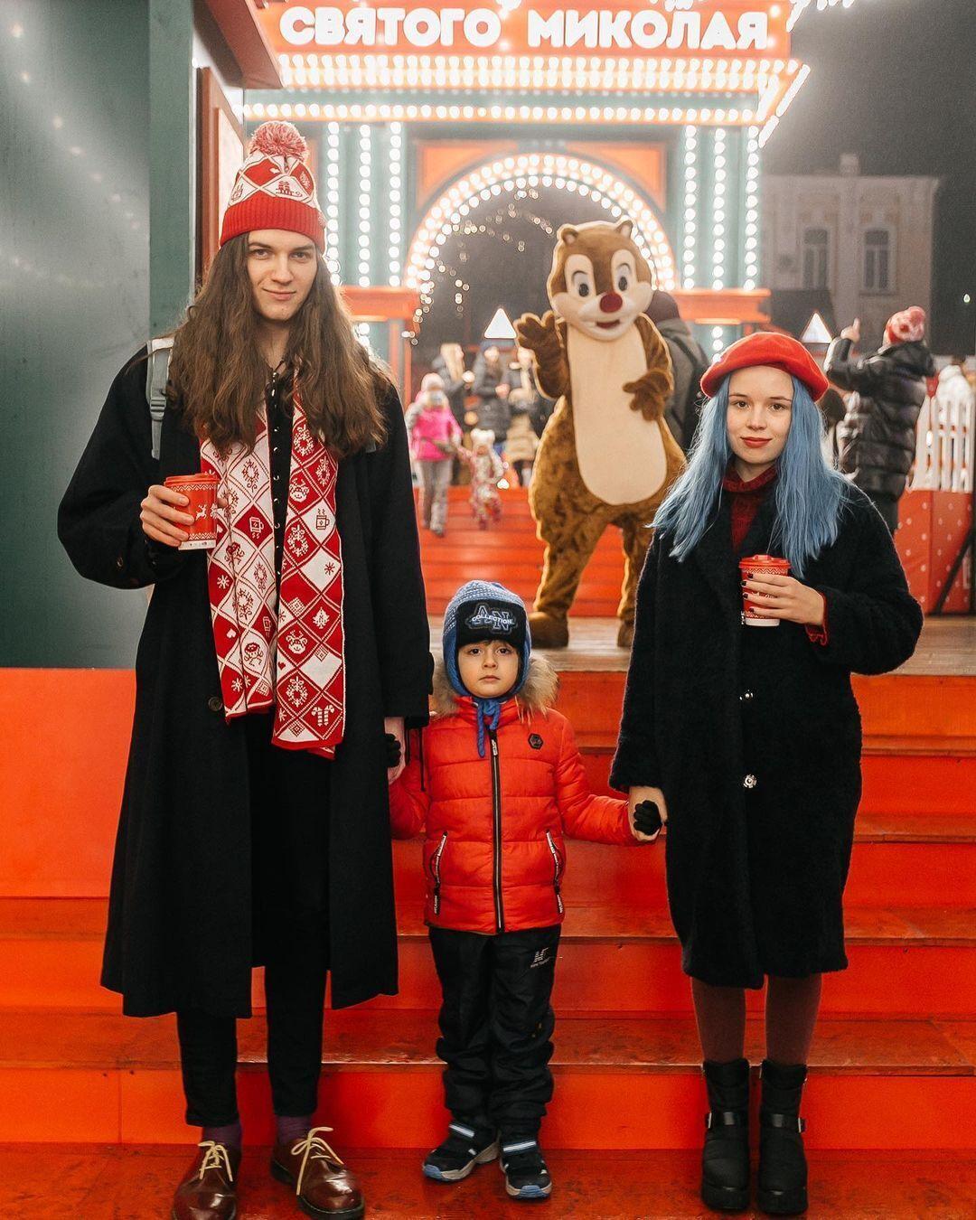 Син Ірини Білик Гліб зі своїм братом Табрізом та дівчиною Алісою