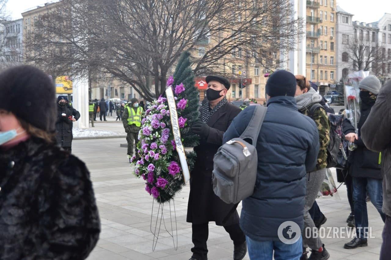 Похоронный венок для Кернеса