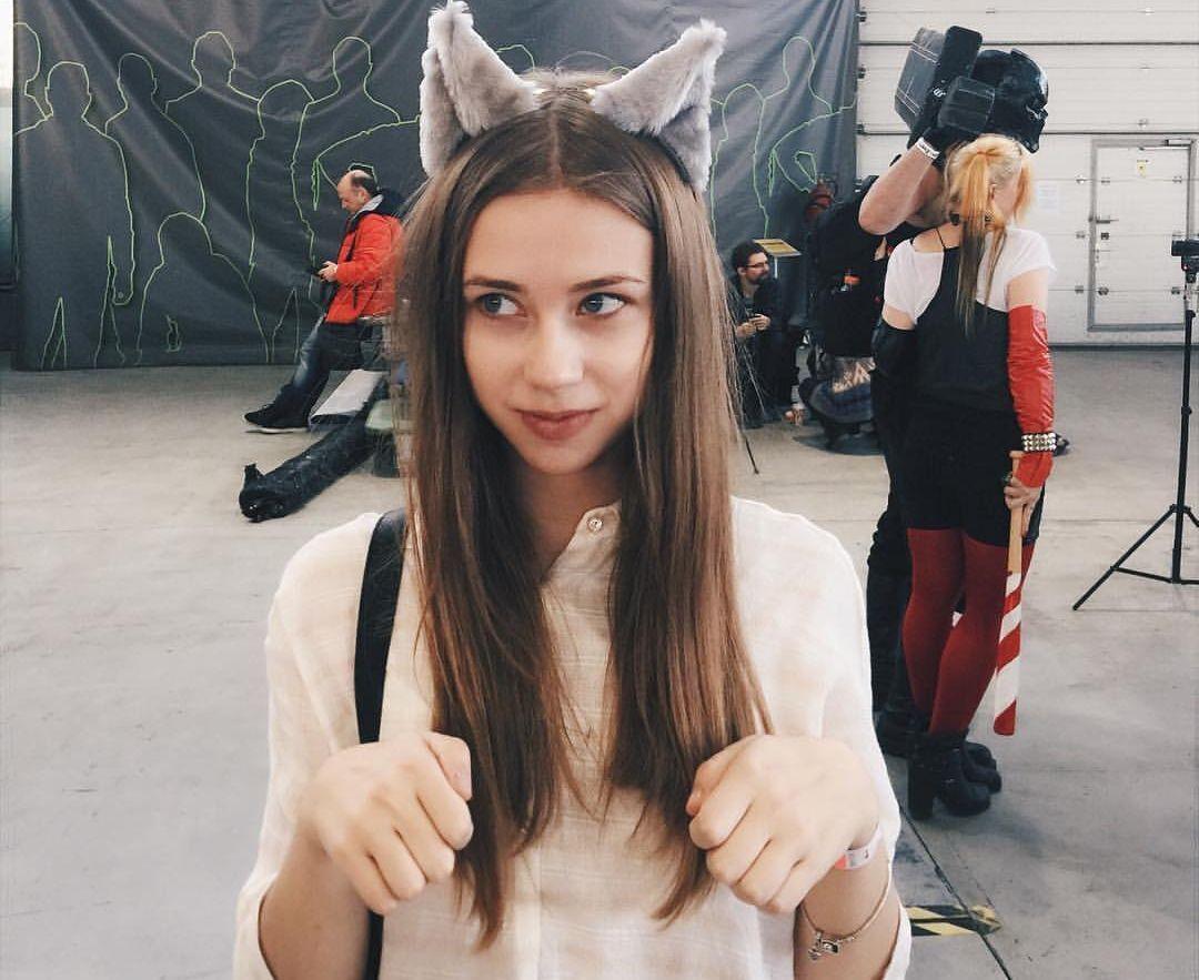 Блогерка Олександра Мітрошина.