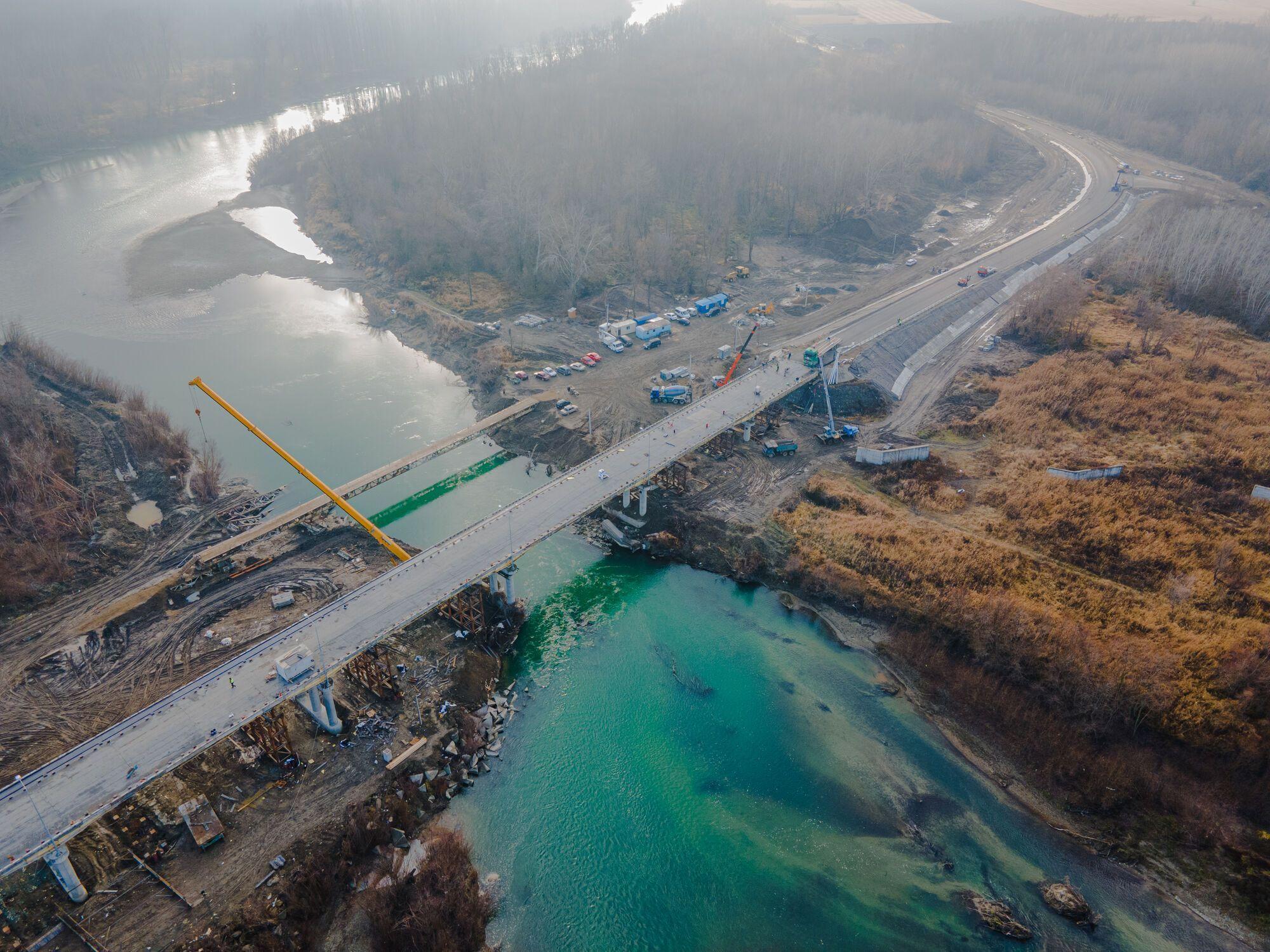 Довжелезний міст у 324 метри поєднує два райони області, досі люди робили гак у 50 кілометрів