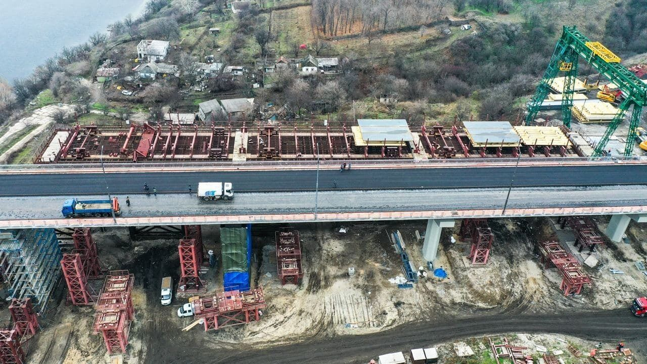 Також у Запорізькій області закінчують ремонтувати міст через річку Великий Утлюг, завдовжки 60 метрів