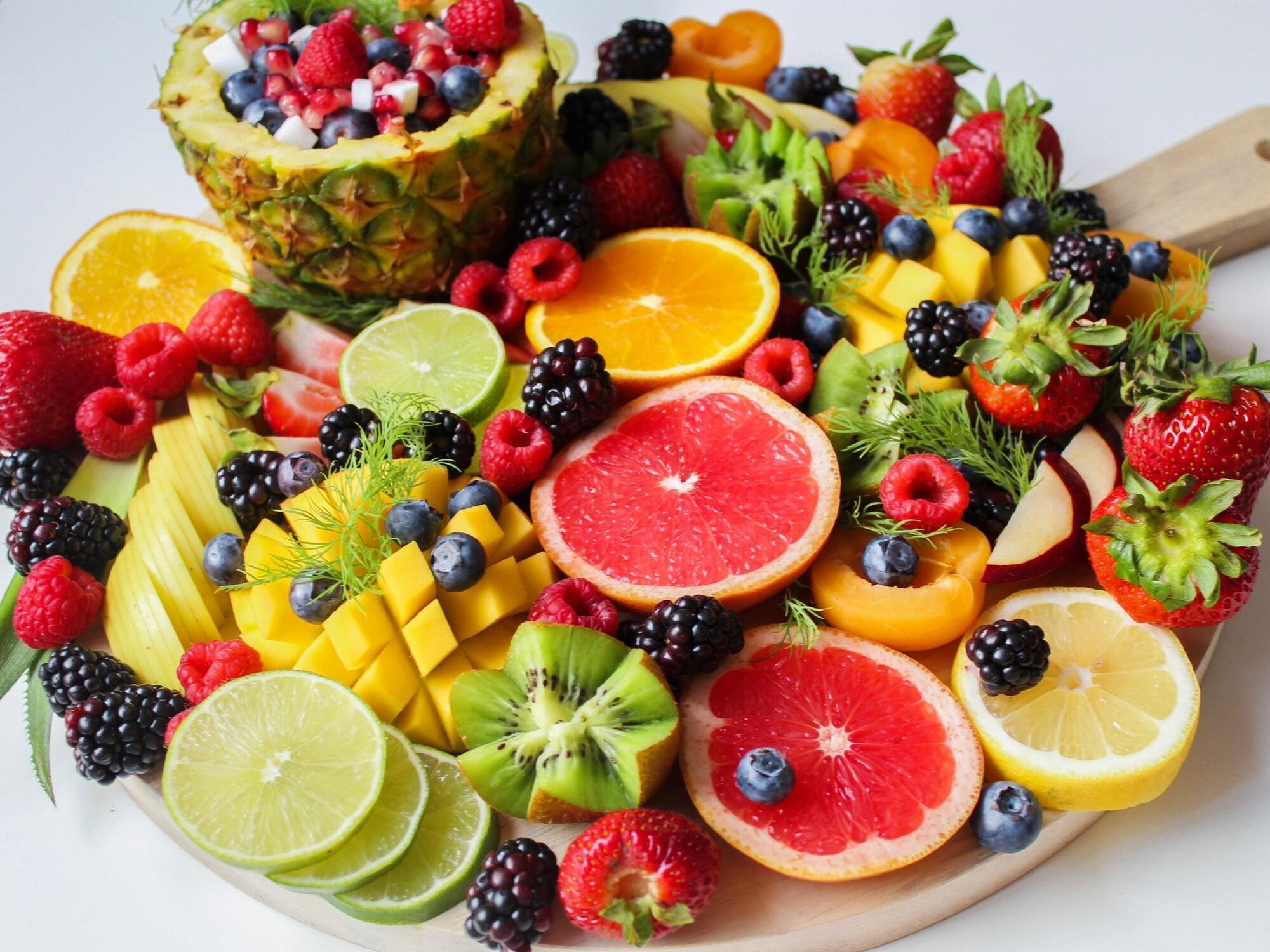 Фрукты содержат меньше калорий, чем конфеты и пироги