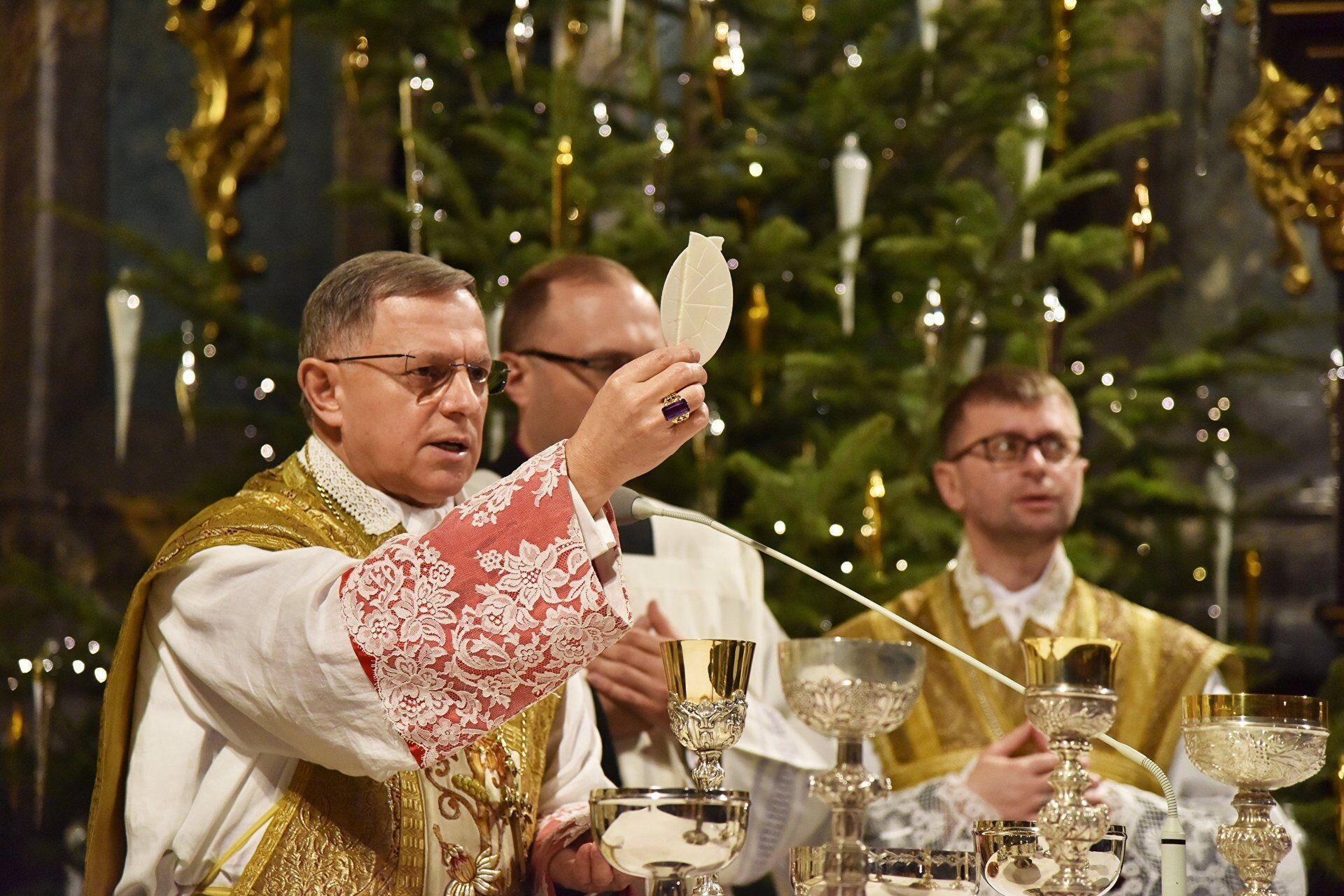 Традиційна облатка Різдвяної ночі перетворюється на символ примирення, прощення й любові