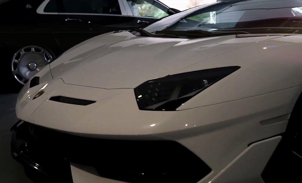 Сама Lamborghini Aventador SVJ Roadster обошлась в 621 тыс. евро. Еще 30 тысяч стоит выхлоп