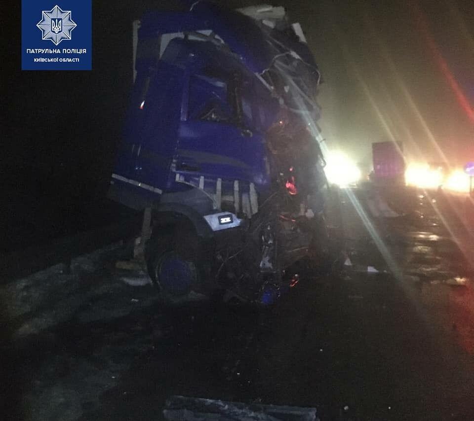 Второго водителя с травмами госпитализировали.