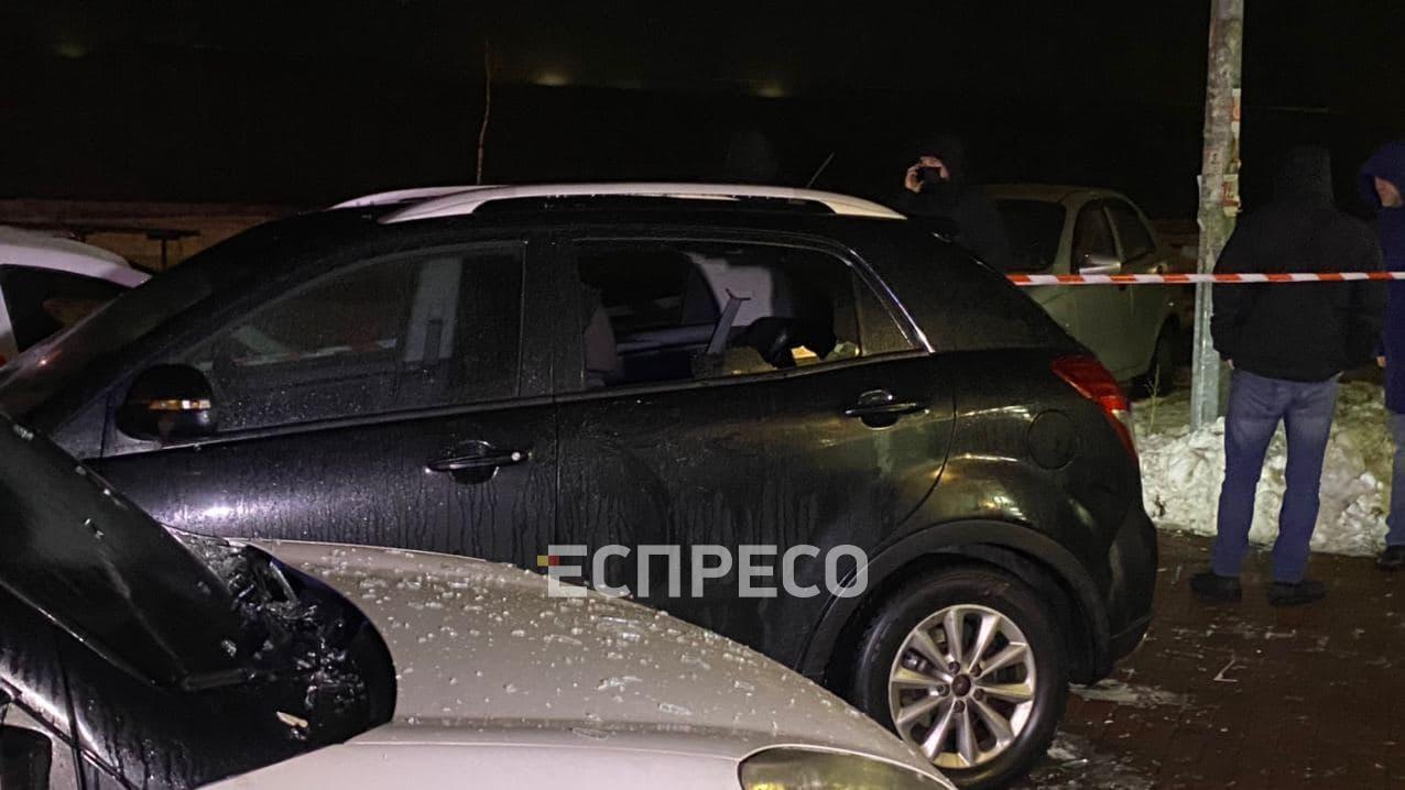 Взрывом поврежден автомобиль SsangYong