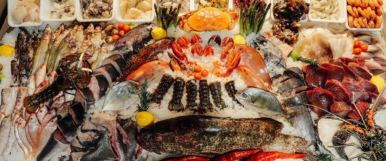 Обращайте внимание на глаза и жабры рыбы.