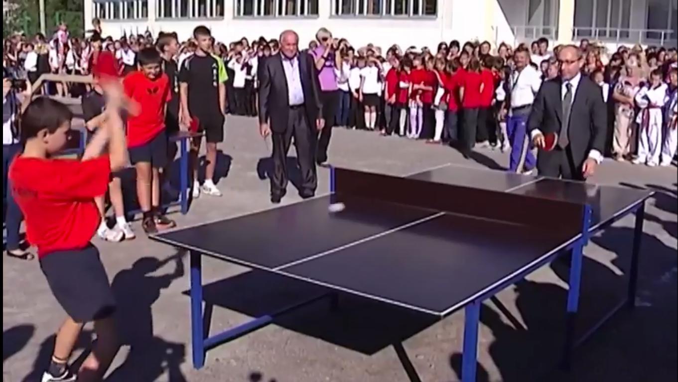 Мэр Харькова играет в теннис с ребенком