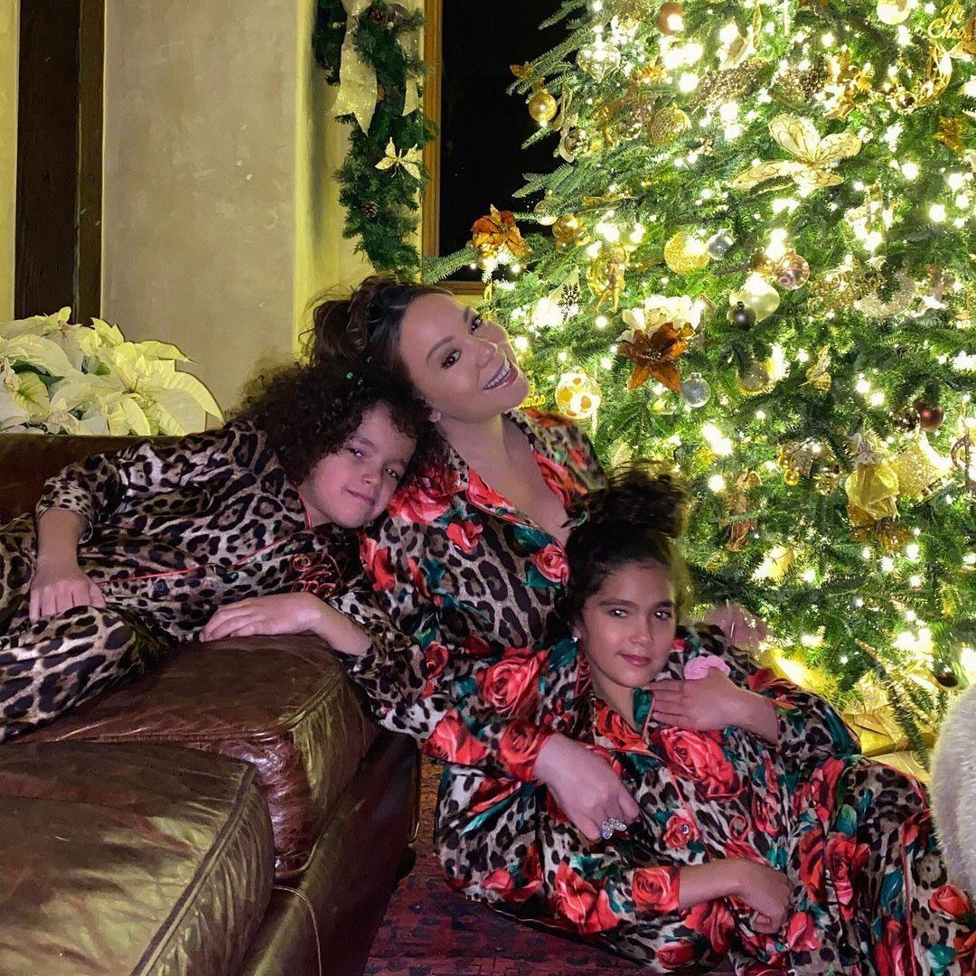 Мерайя Кері з сім'єю.