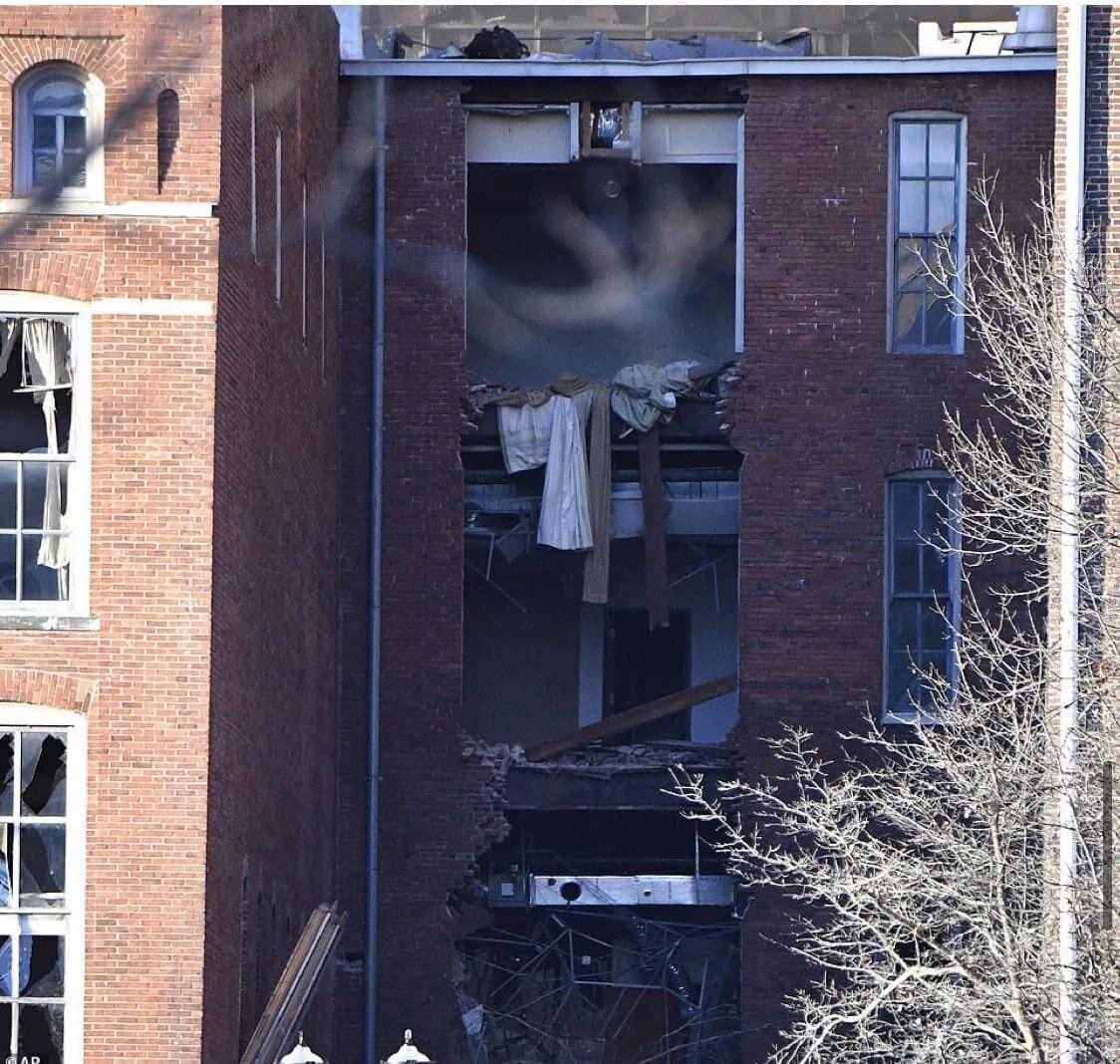 Взрыв разрушил часть дома