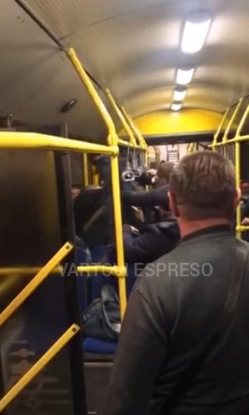 Бійка в київському тролейбусі, який їхав на Троєщину